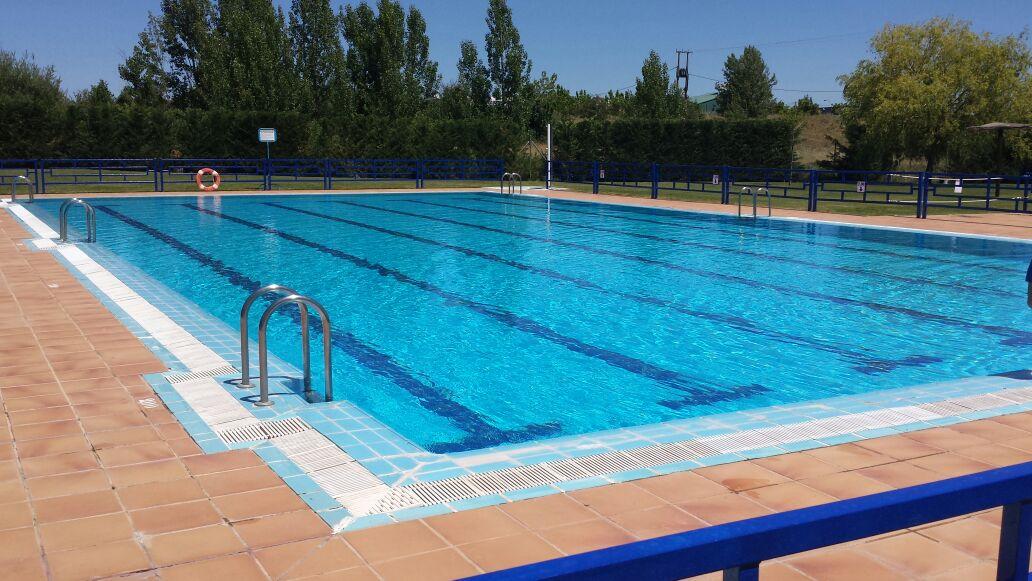 Piscinas chozas de abajo for Horario piscina alaquas