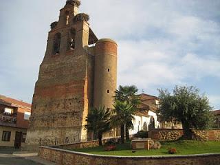 iglesia y plaza villar de mazarife